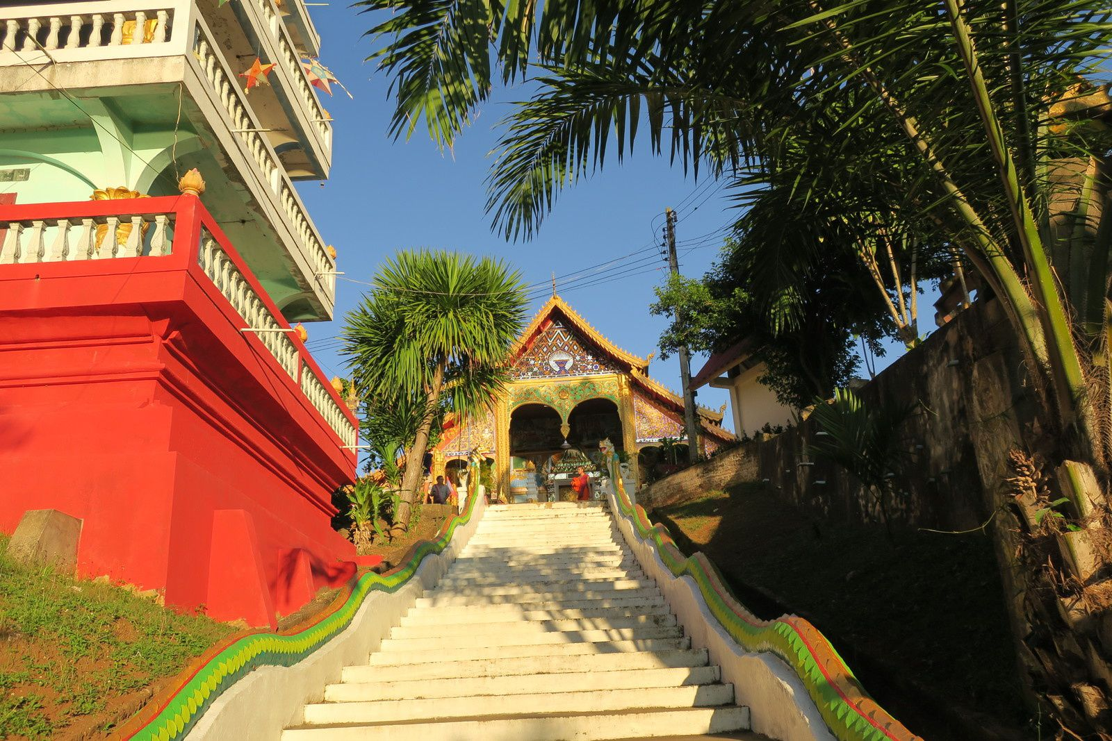 Le Wat Chômé Khao Manirath.
