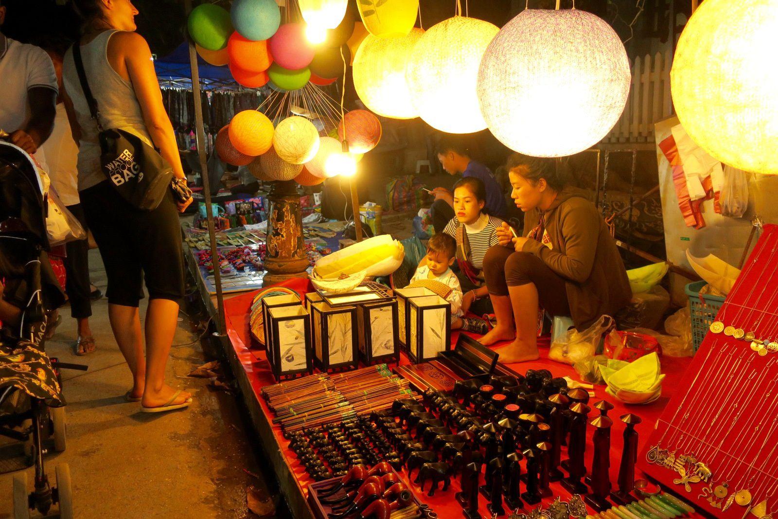 Le marché de nuit aux couleurs épices.