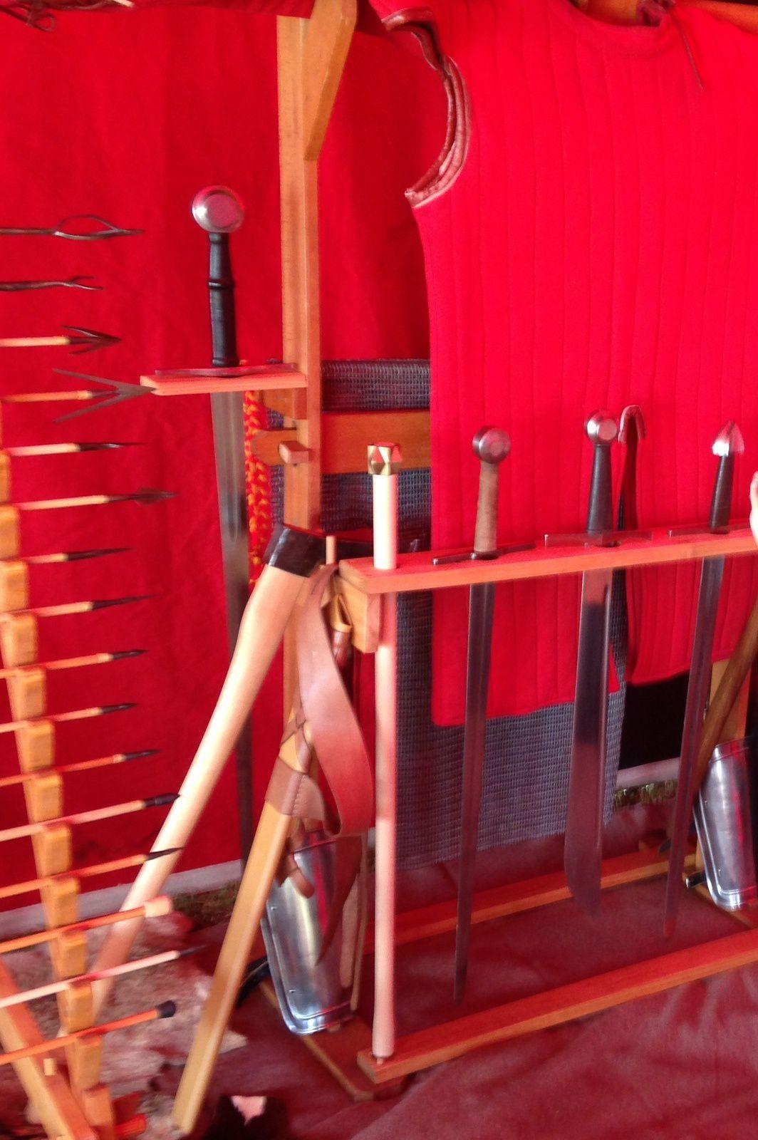 Épées de chevalier  -chambre  le moyen age, Auvergne, France.