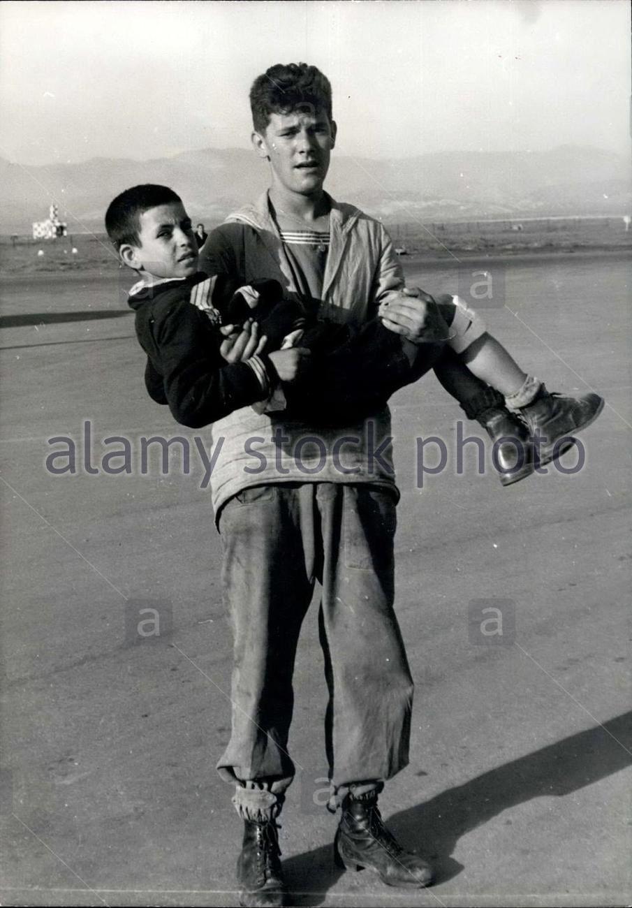Armand Outmezguine, le jeune frère rescapé, ici blessé et porté par un marin de la BAN.