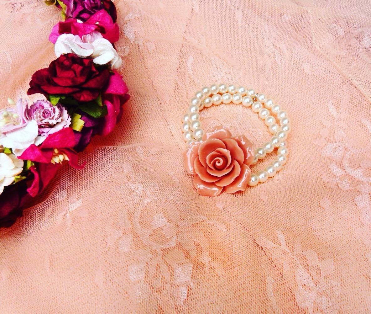 Le temps des fleurs avec les bijoux Rose Haylland