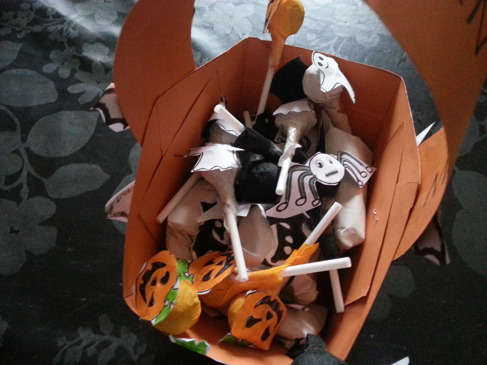 Halloween /panier et bonbons decorés