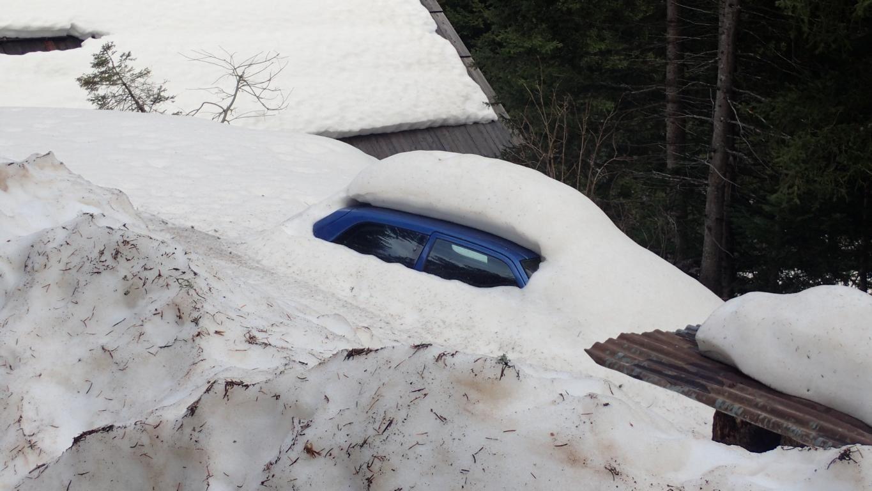 Un torrent de montagne bien enneigé