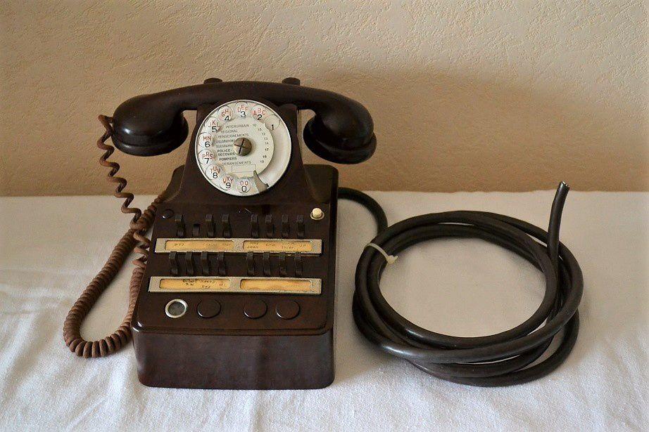 ancien t l phone de standard cit bak lite marron 50s art et vintage. Black Bedroom Furniture Sets. Home Design Ideas