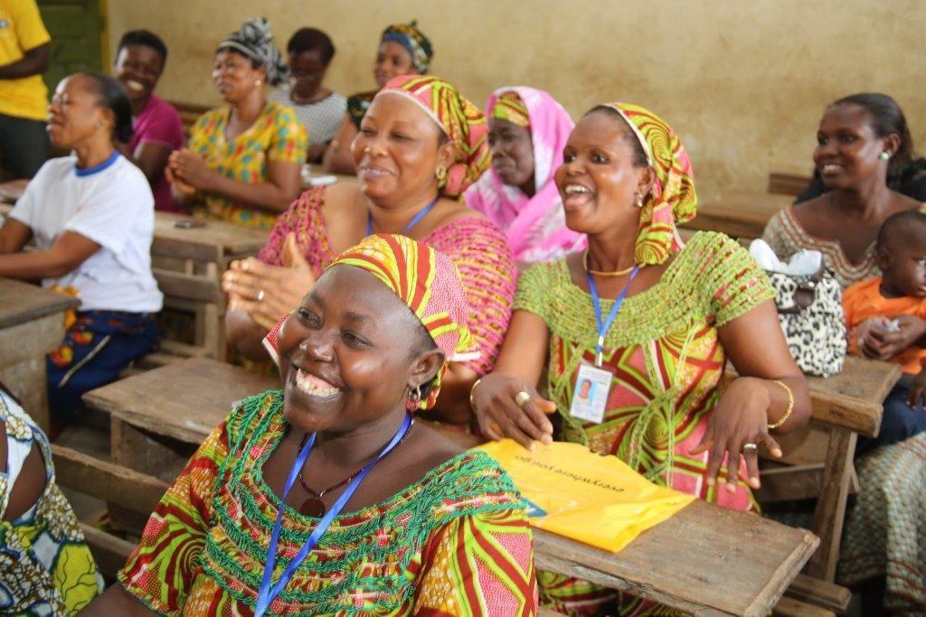 Les apprenantes heureuses d'être instruites sur l'usage du téléphone portable. (photo: Mtn)