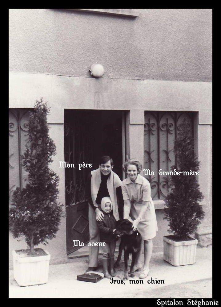 """sur cette photo : mon père, ma grande-mère, ma grande soeur et mon chien """"Irus"""""""