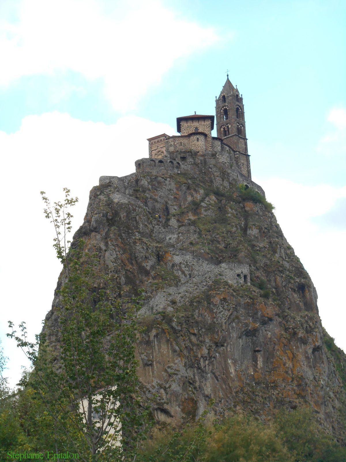 Rocher d'Aiguilhe et sa Chapelle ST-Michel (42300 Le Puy en Velay)