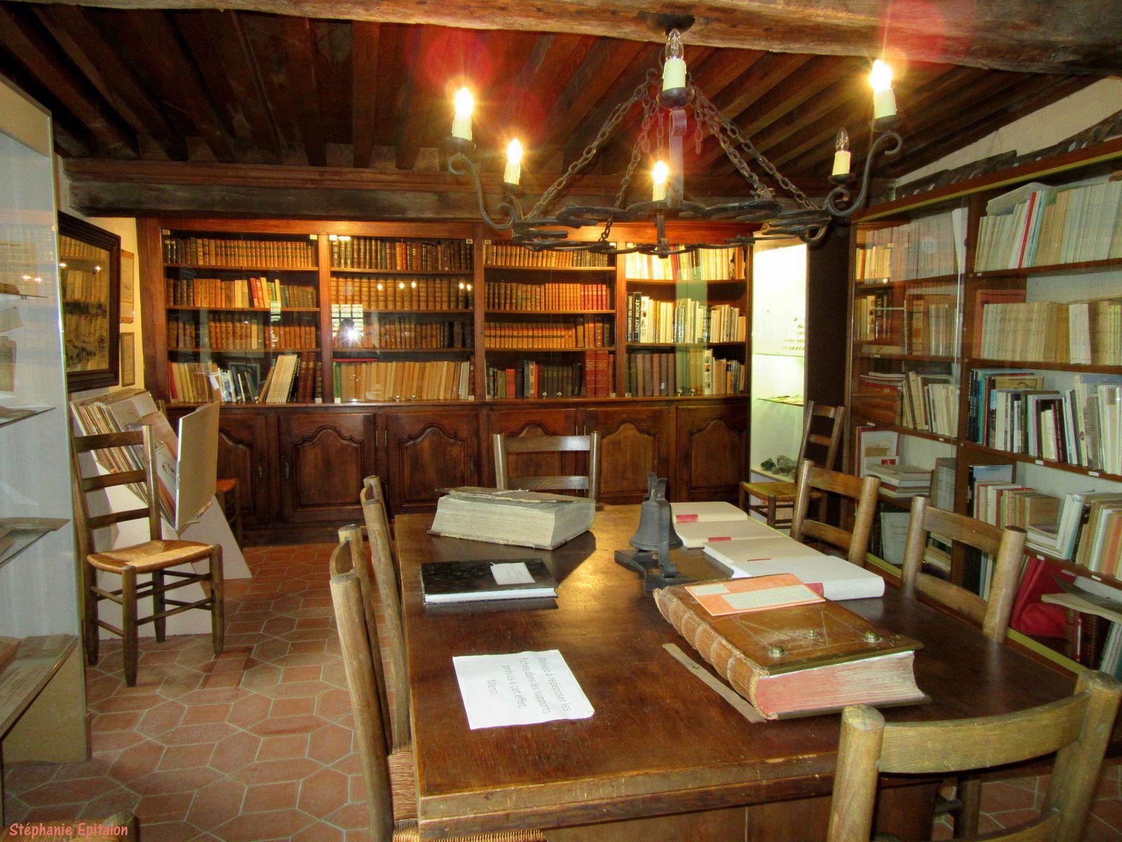 au 2ème étage de la maisonnette c'est la bibliothèque