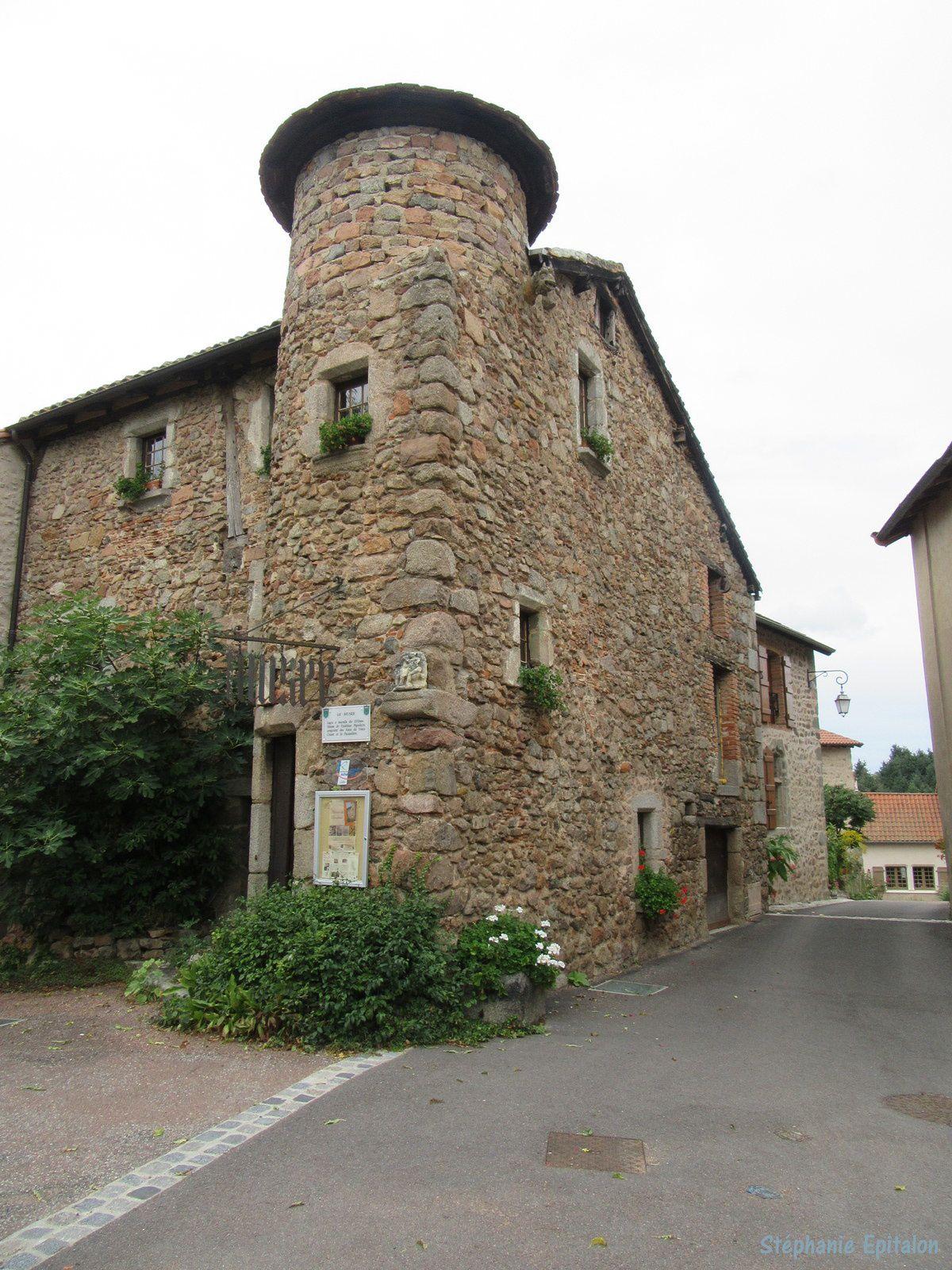 Le musée du village date du XVème siècle. Il contient depuis 1959 la musée d'arts et traditions populaires de Crozet