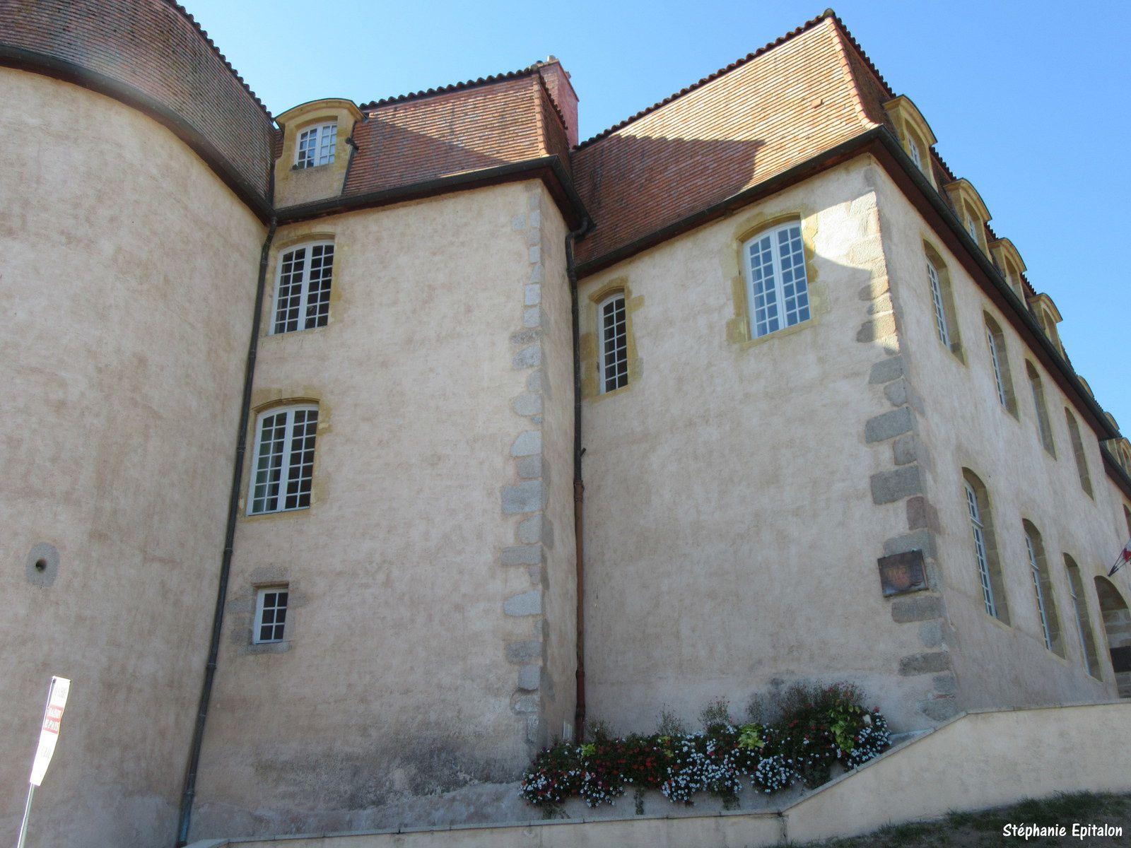 A la fin de la guerre de cent ans, vers 1441, un incendie semble avoir détruit une grande partie du monastère et de l'église. Le prieur Antoine de Balzac d'Entragues entreprend la reconstruction vers 1474. C'est à lui que l'on doit l'église actuelle.