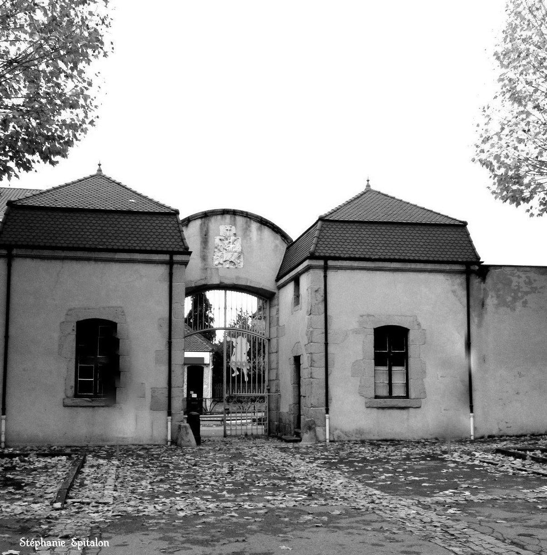 Portail du parc des Comtes du Forez