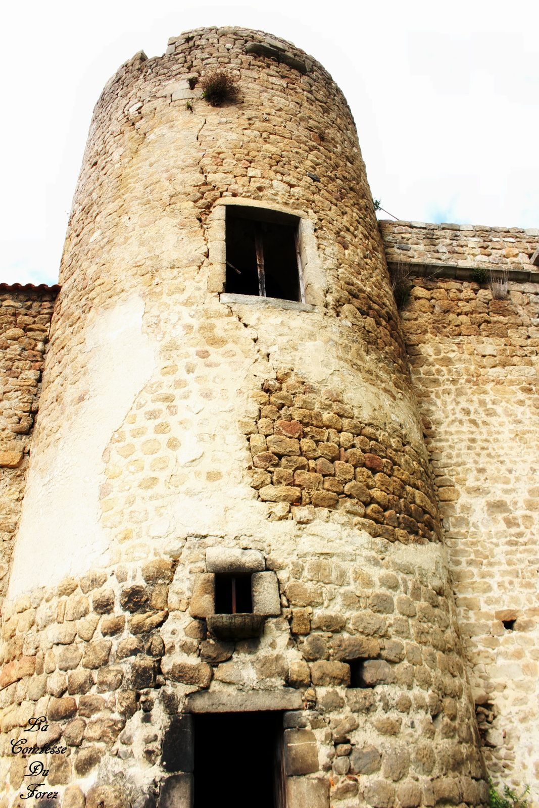 Château du Rousset (42560 Margerie-Chantagret)