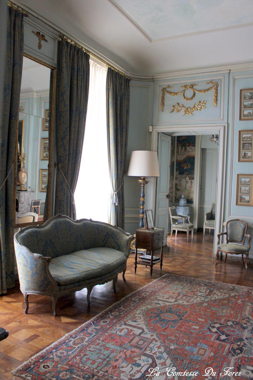 la chambre du roi et son boudoir chinois, le roi n'est pourtant jamais venu au château (actuellement c'est la chambre des propriétaires)