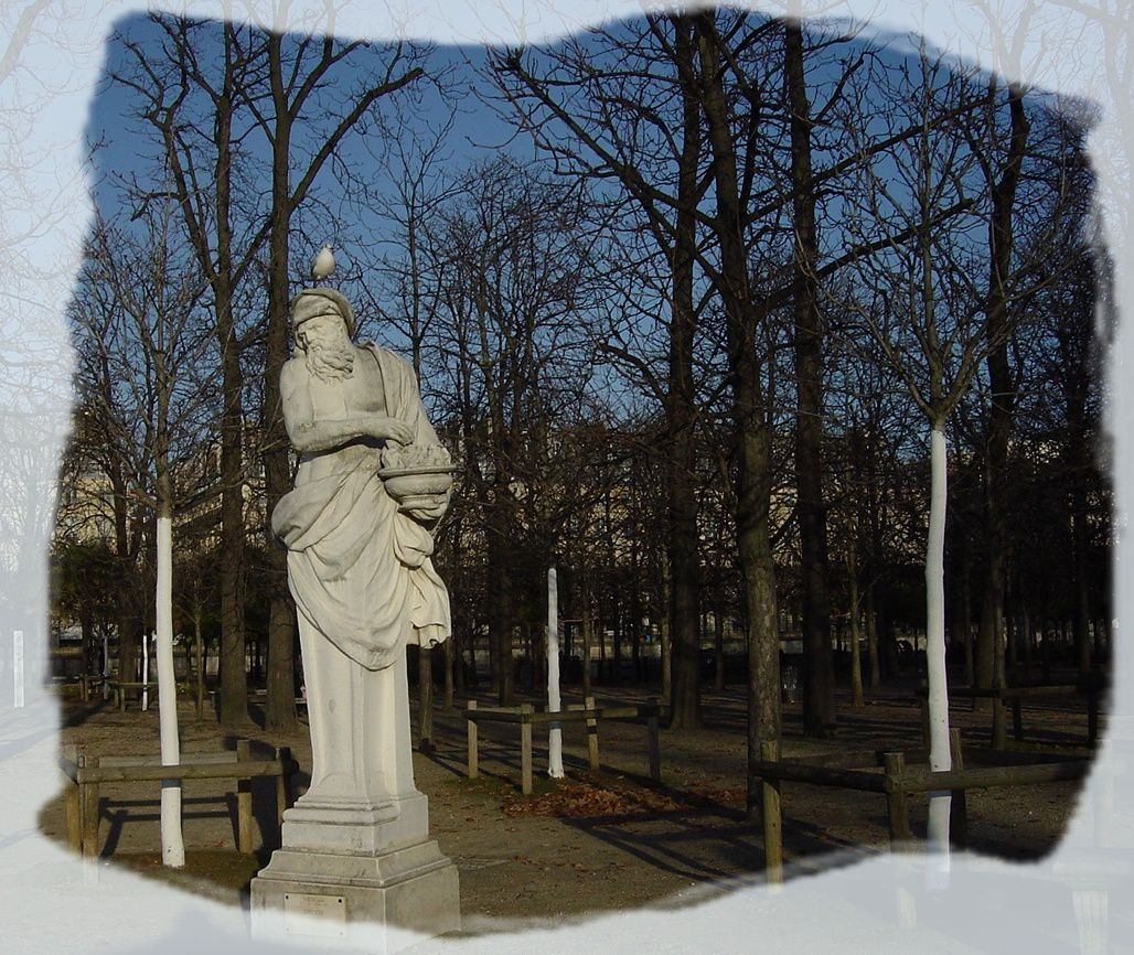 PARIS LES TUILERIES SCULPTURES PERCHOIRS