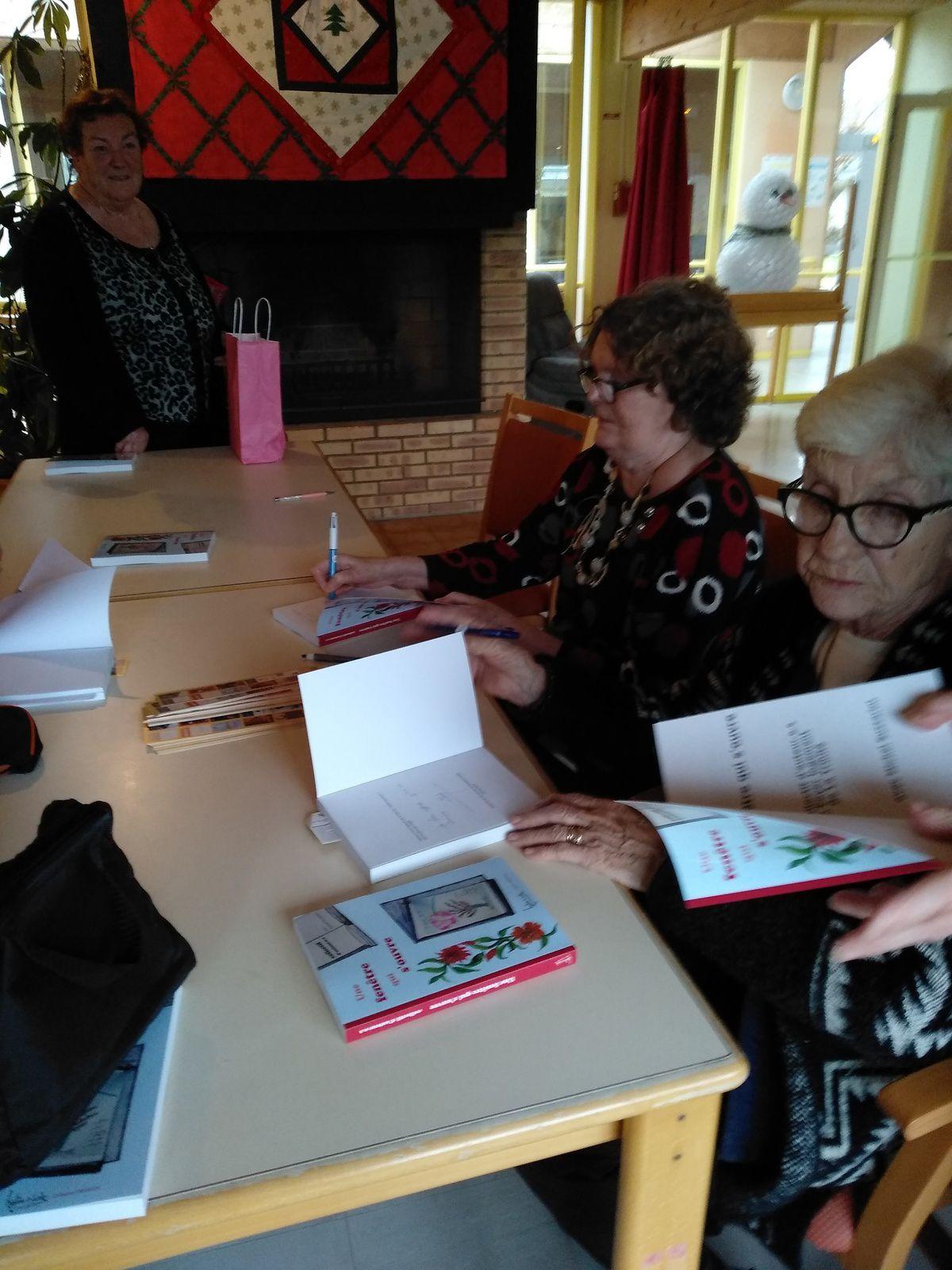 Les Residents Editent Leur Premier Livre Une Fenetrre Qui S