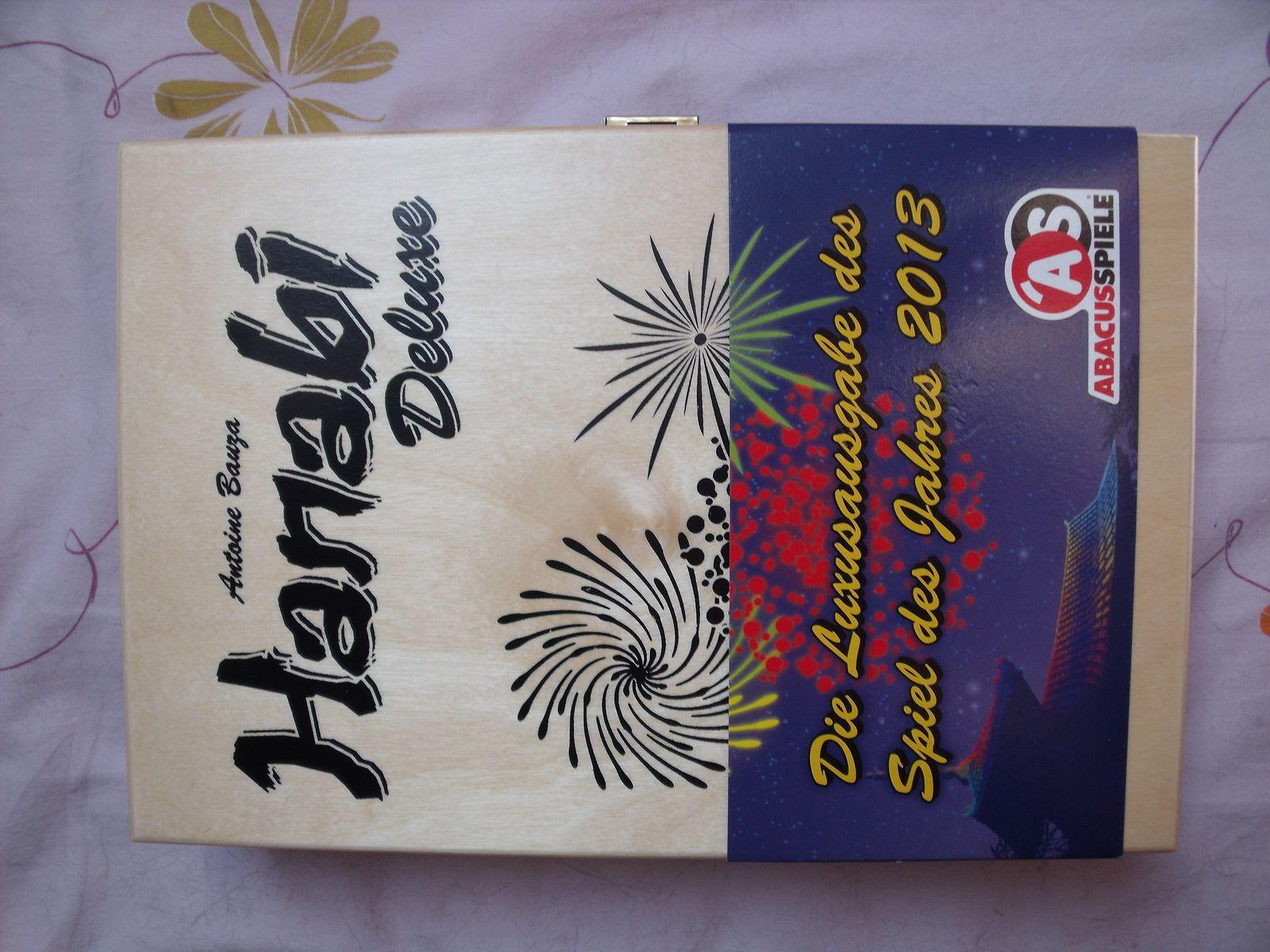 """Pour profiter d'un bon d'achat, je me suis payé la version Deluxe du jeu """"Hanabi"""", avec les tuiles en bakélite qui remplacent les cartes..."""