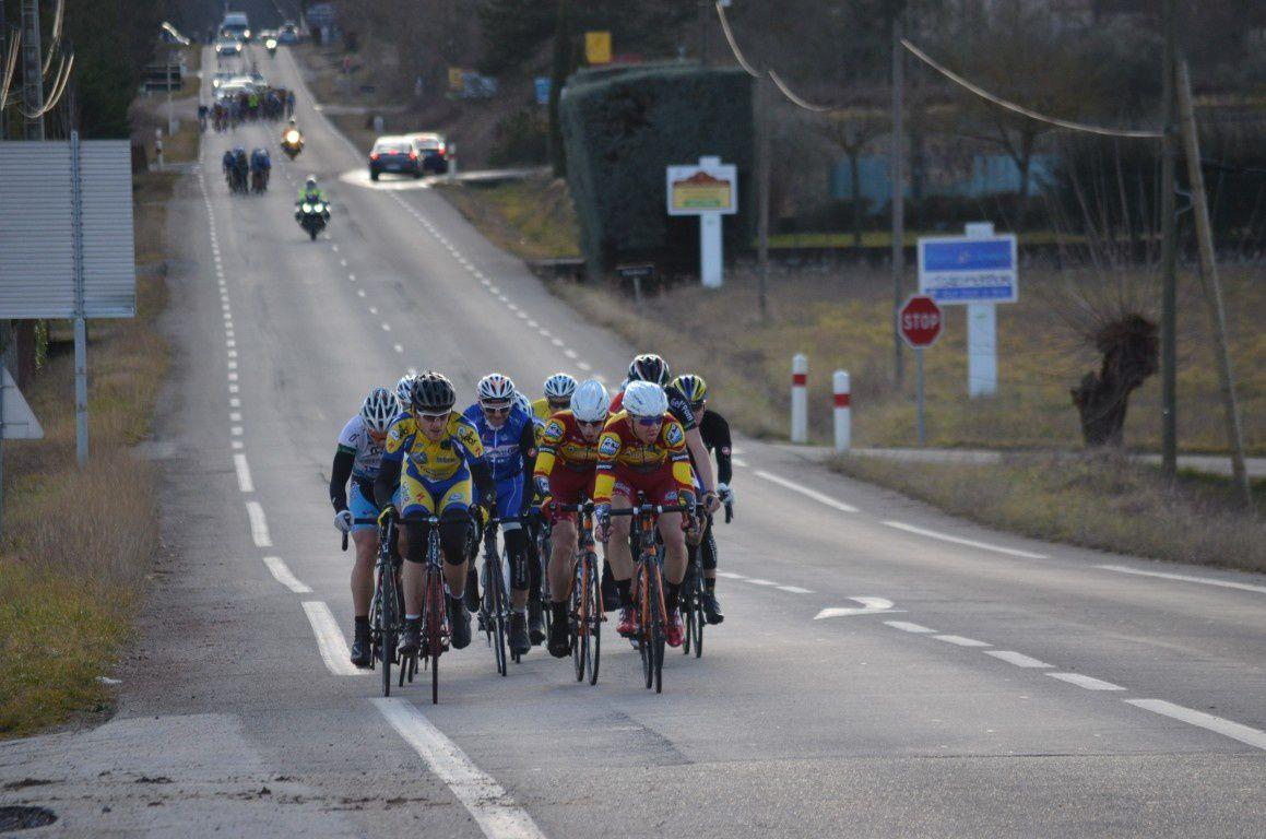 Une photo qui résume bien l'état de la course après le passage du Col de la Serre... De partout !