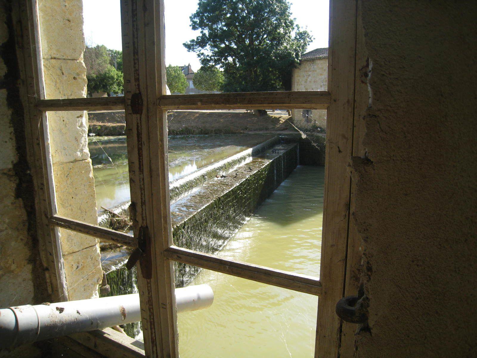 Comme un poumon qui absorbe l'air, la turbine aspire toute l'eau de la Baïse