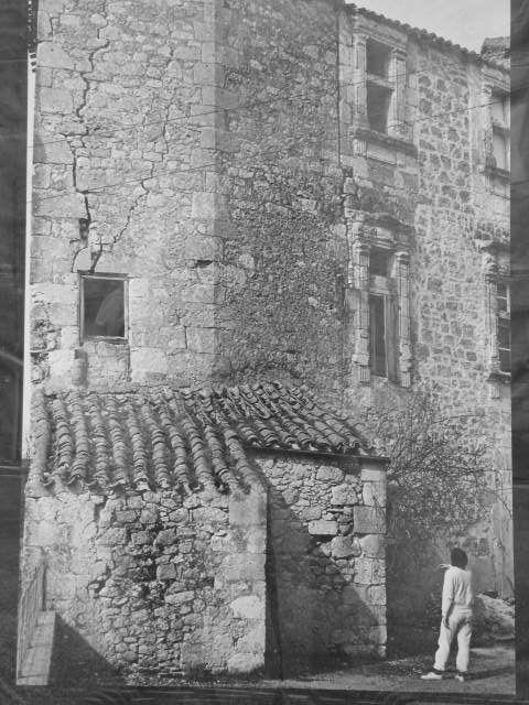 Pourtant, lorsque je l'ai acheté pour une bouchée de pain en 1980, personne ne voulait s'en occuper. Et surtout pa la Mairie propriétaire de l'autre partie du bâtiment 16° siécle, restaurée en 1575 par le seigneur de Cassagnet. photo guy capdeville