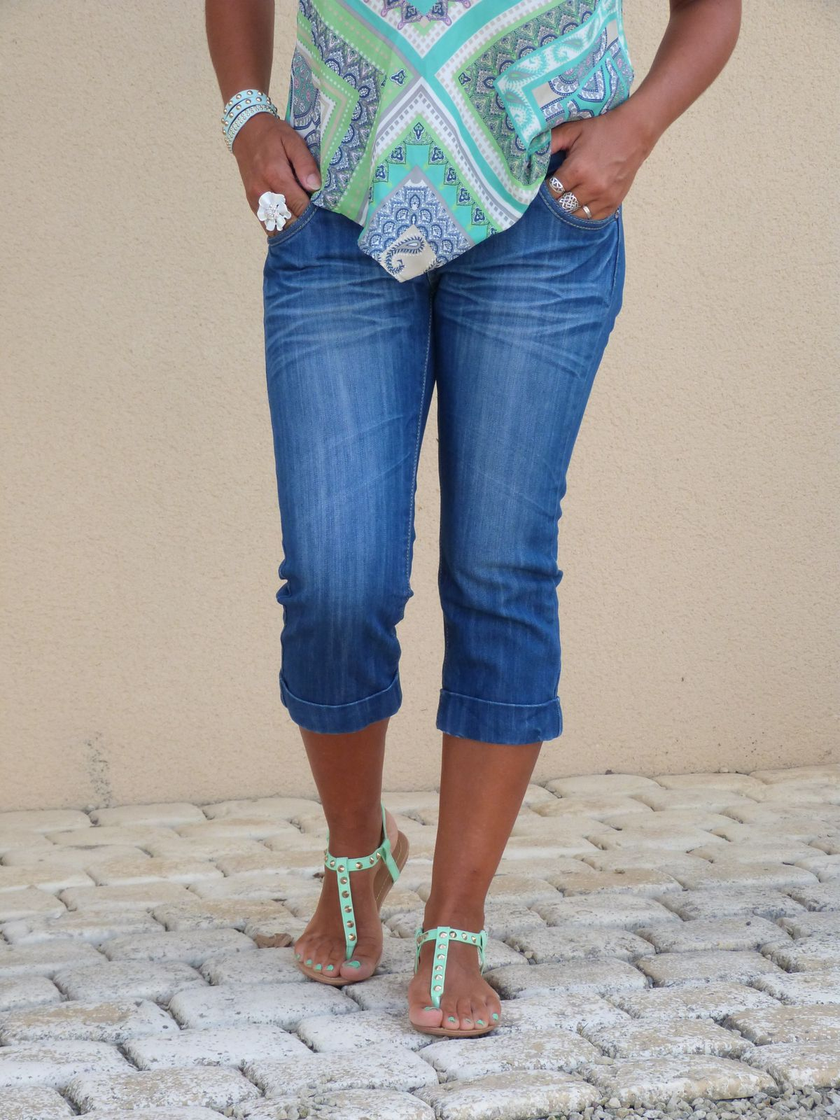 top : PROMOD   jeans  :  SANS MARQUE  chaussures : MISS COQUINE .