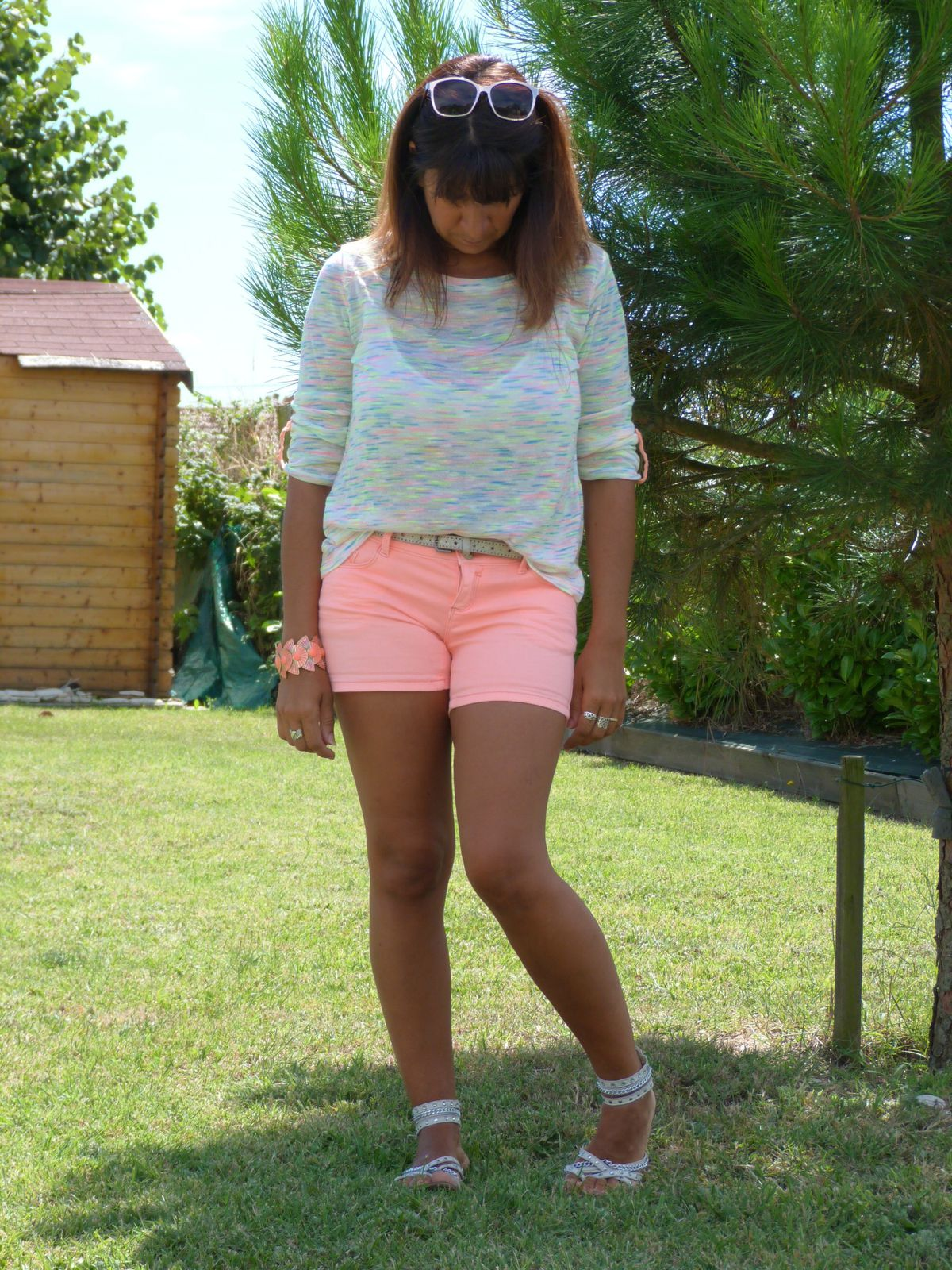 tee shirt : SUITE BLANCO  short : PROMOD   chaussures : GEMO.