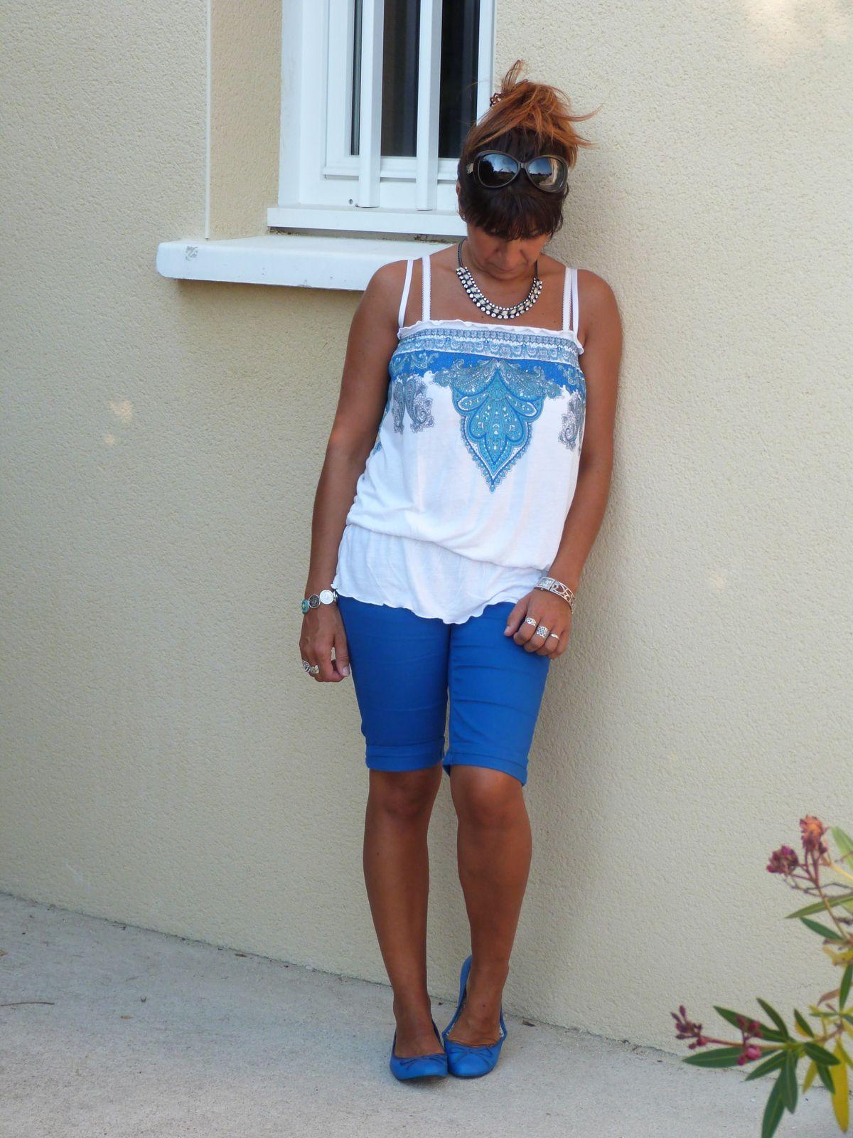 top :BON PRIX  bermuda :OCLASH ( petite boutique dans ma ville ) chaussures : GEMO .