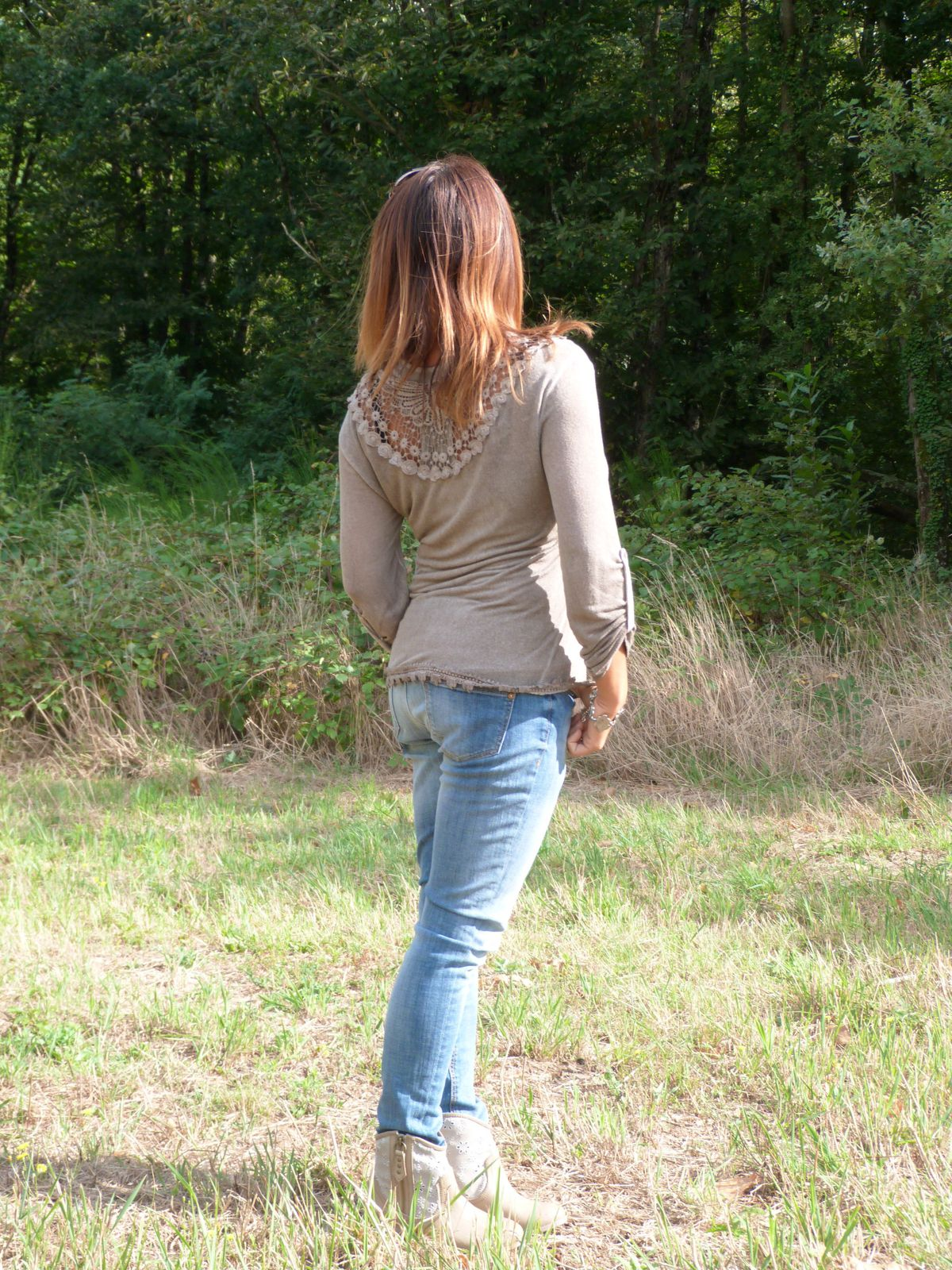gilet 2 en 1 : FRUIT ROUGE  jeans : BERSHKA .   bottines : ZALANDO.