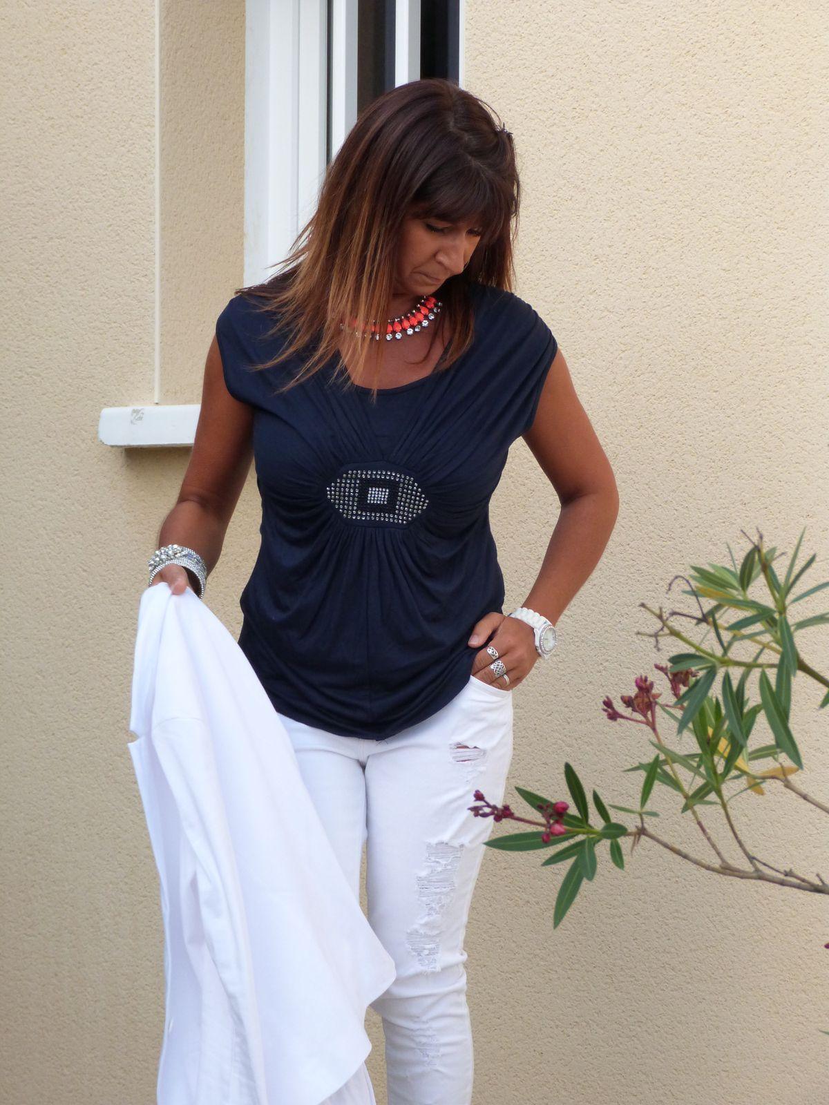 veste PROMOD . top :CLARA    jeans : BERSHKA    chaussures  LA HALLE AUX CHAUSSURES .