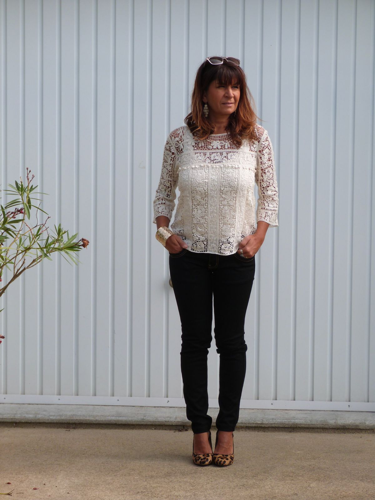 top : SUITE BLANCO   pantalon: CLARA .  chaussures : ZARA .