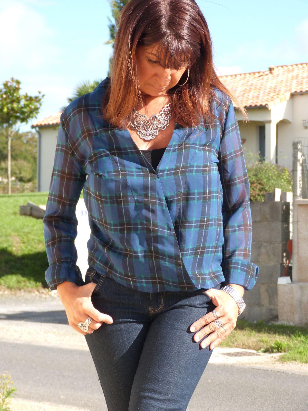 chemise : PIMKIE   jeans : je ne sais plus ??? bottines : LA MODEUSE . collier : PROMOD .