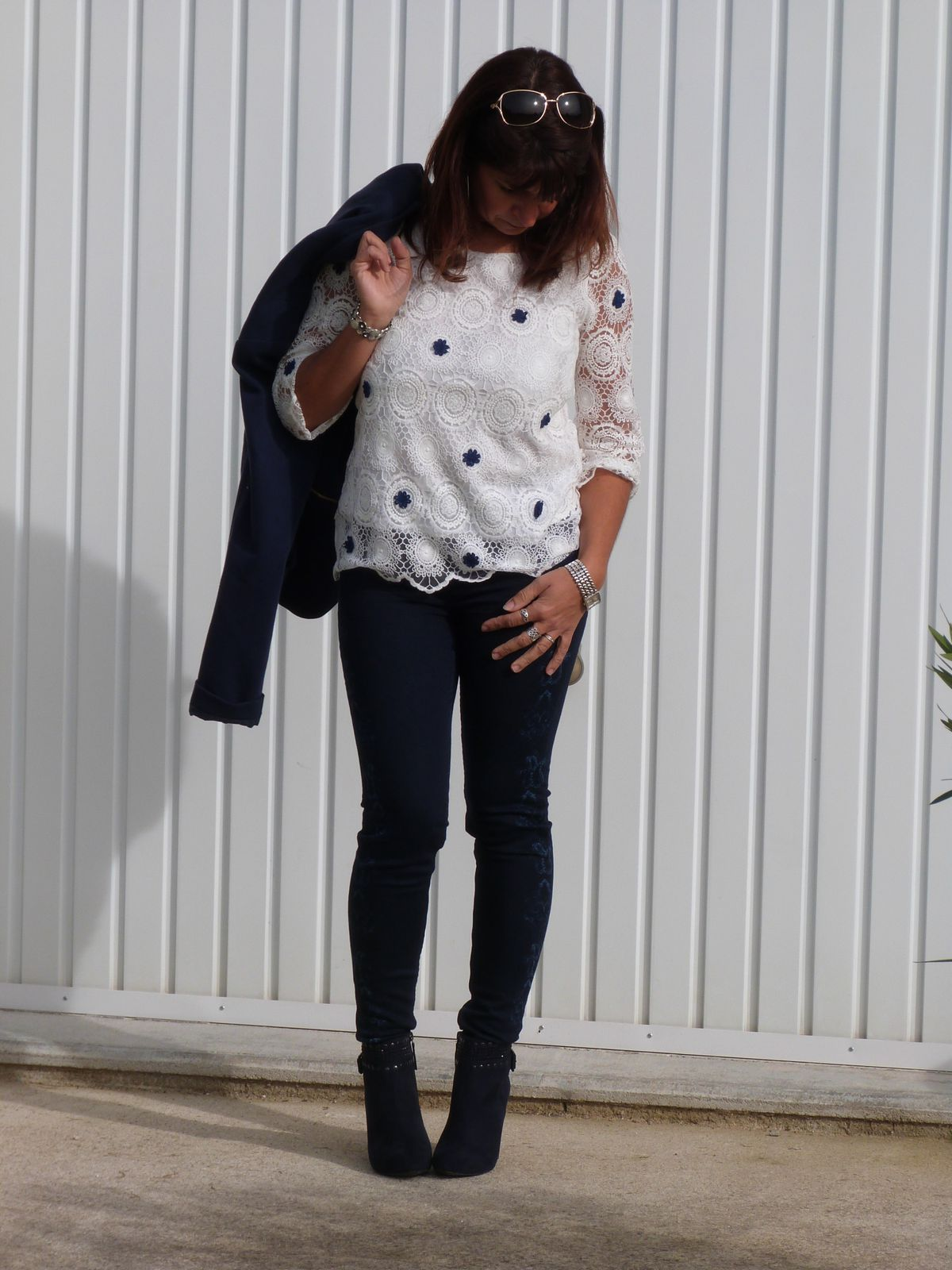 top:SHEINSIDE  pantalon et bottines : STRADIVARIUS.  veste:PIMKIE.