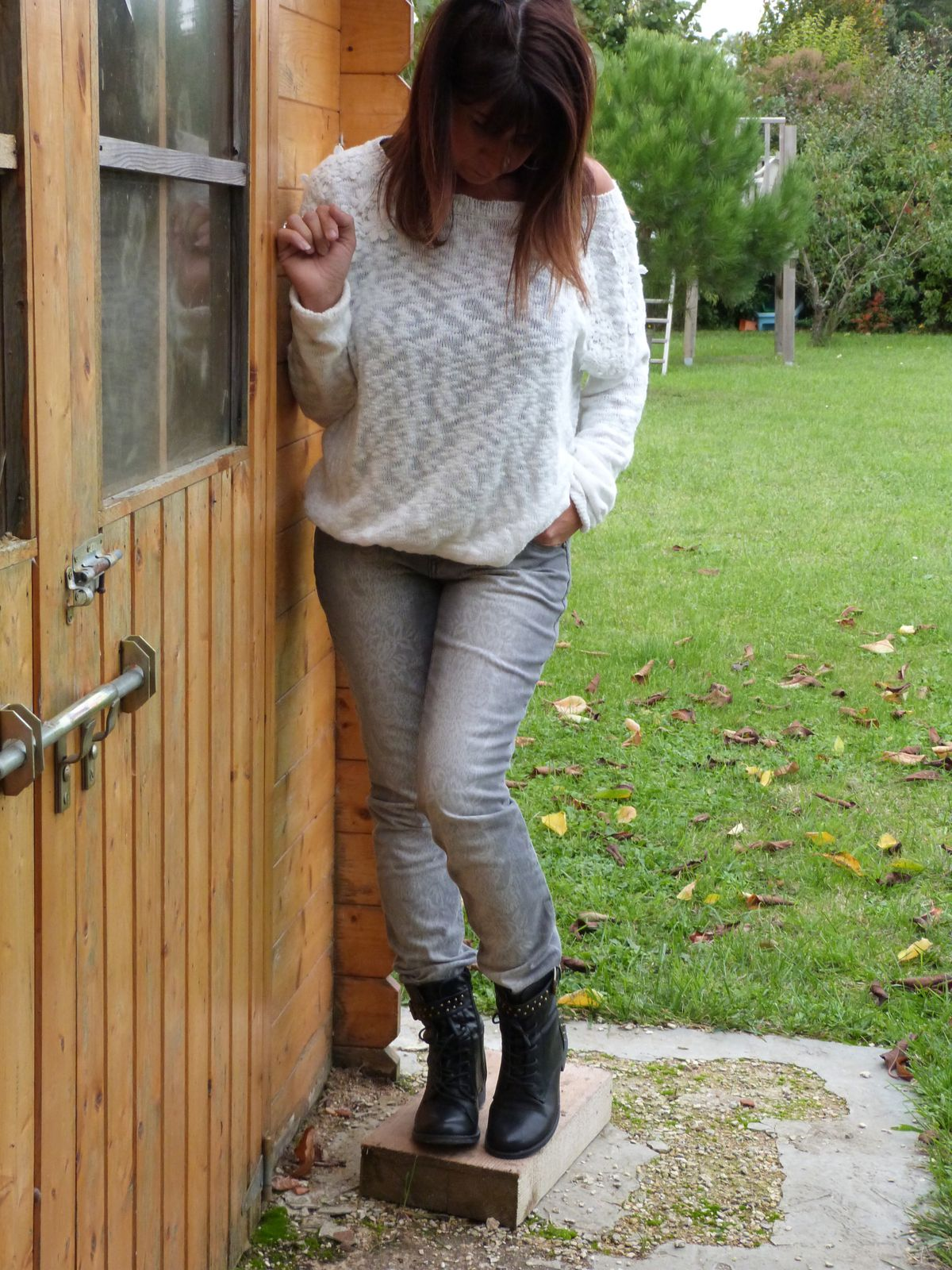 pull: BERSHKA (ancienne collec.)    jeans: KIABI (collection actuelle)  bottines: CHAUSSEA(collection actuelle).
