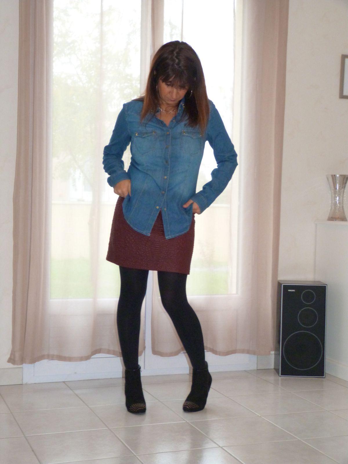 jupe :PROMOD  chemise et blouson :STRADIVARIUS   bottines : GEMO.