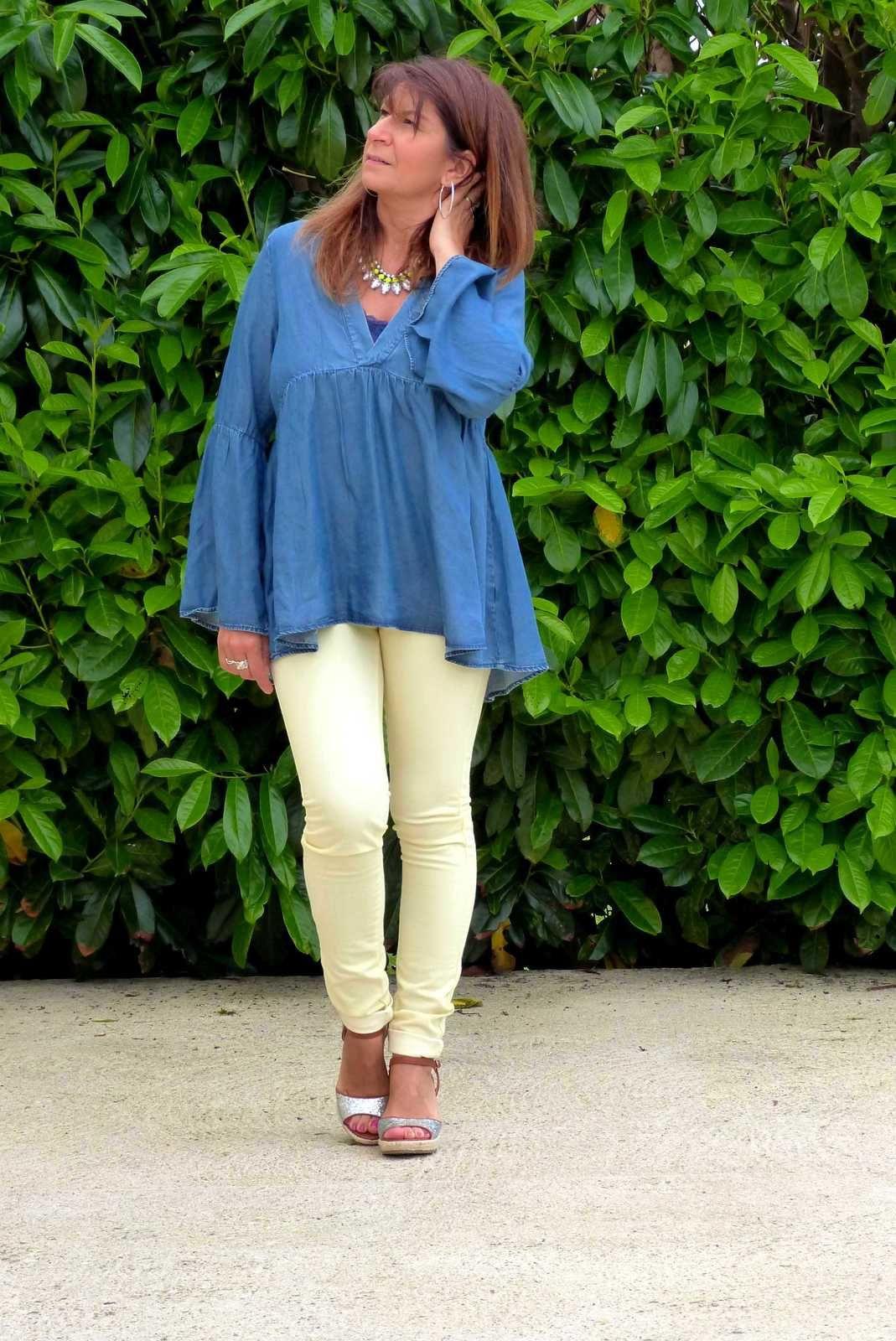 La blouse en jeans .