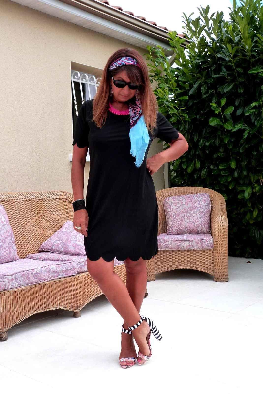 Une petite robe noire.
