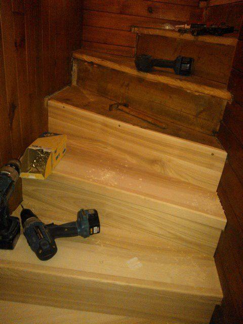 Habillage Escalier Bois Massif : Habillage bois massif d'un vieil escalier : recouvert en fr?ne massif