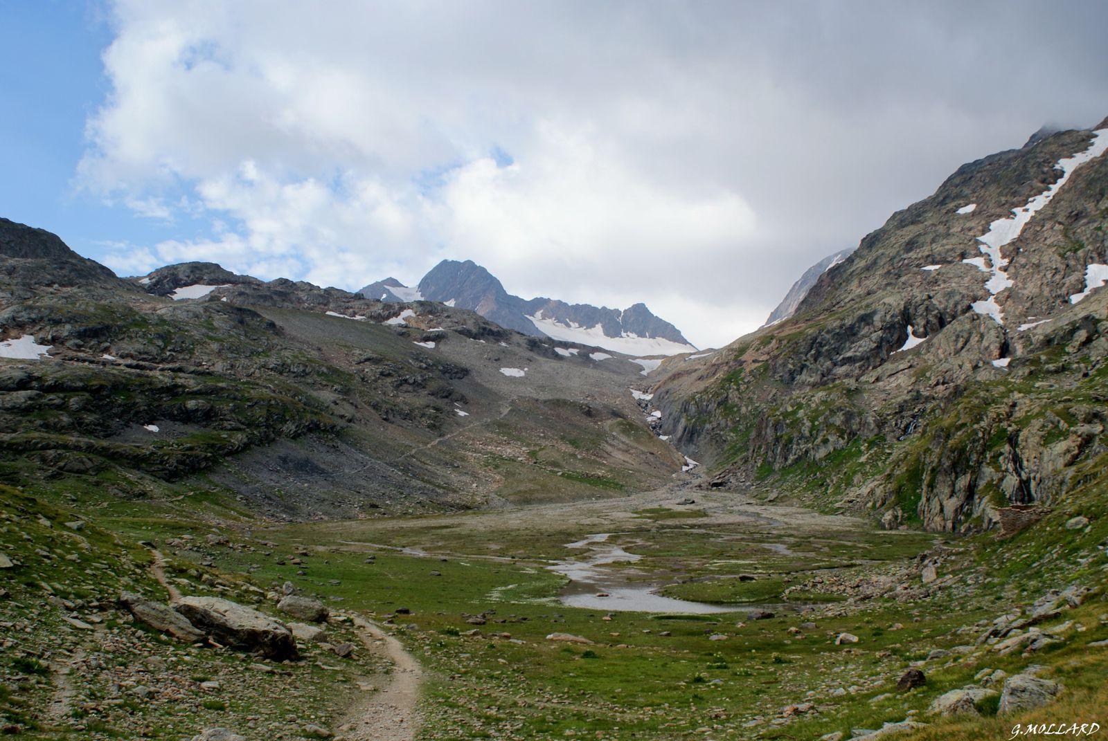 plateau au pied du glacier.