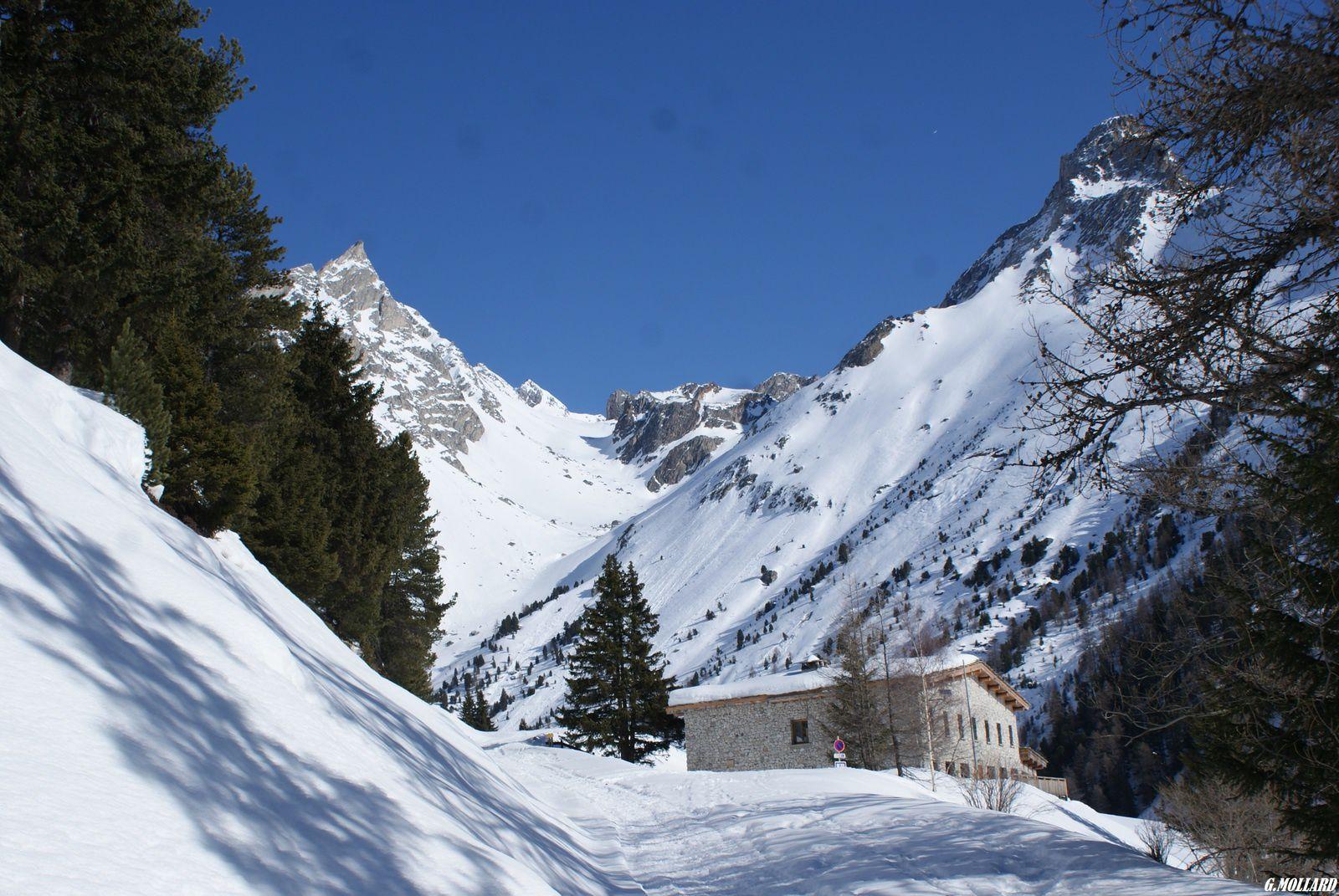 refuge de l'Orgére (accessible en voiture l'été)