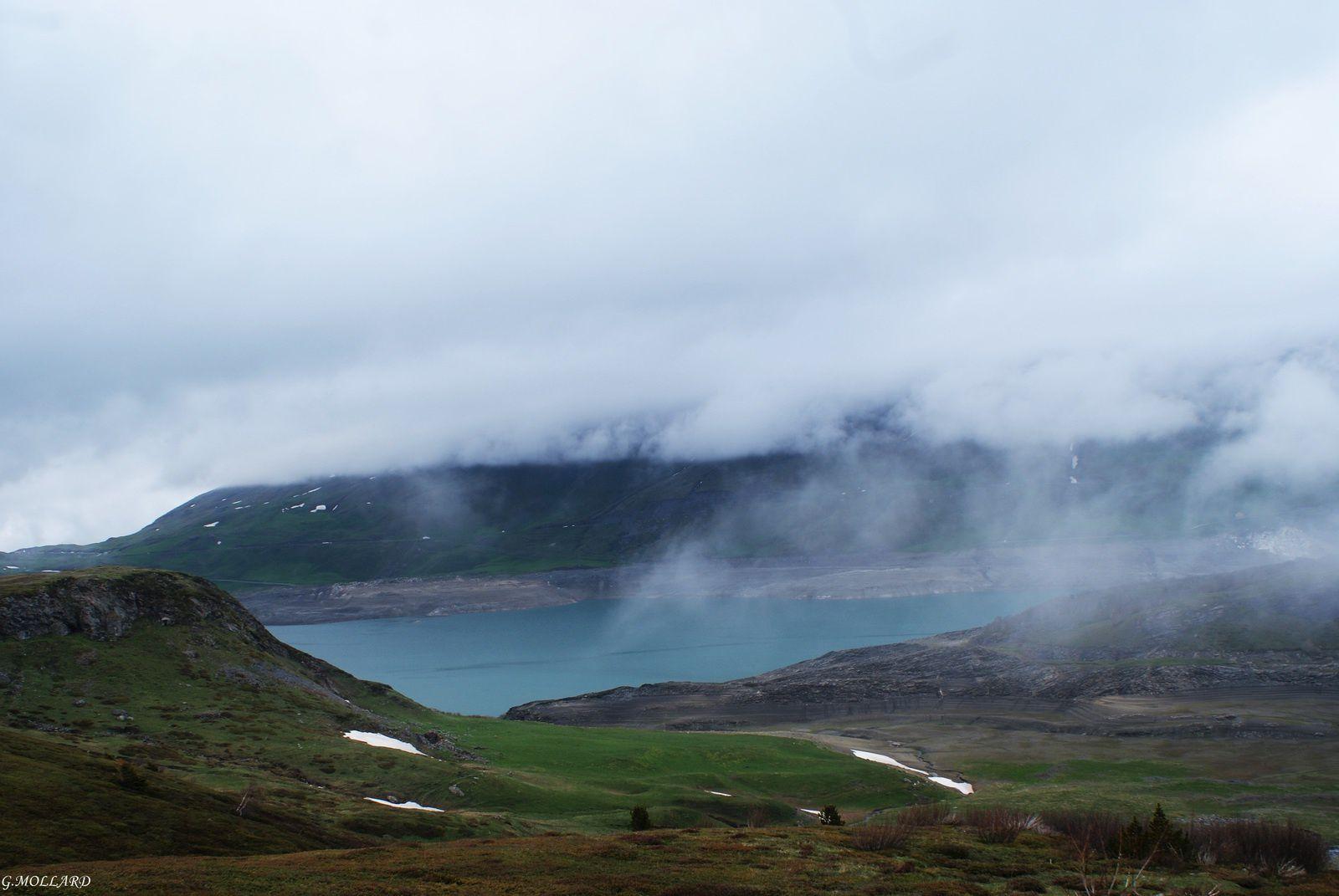 le brouillard gagne le lac.