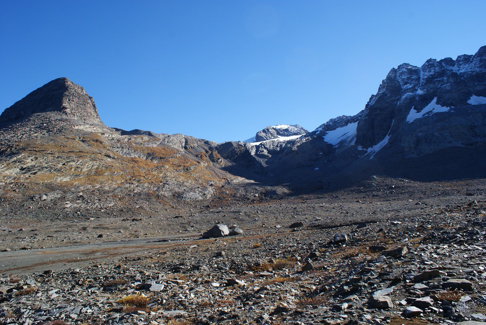 Glacier du grand Méan dans l'ombre à droite.