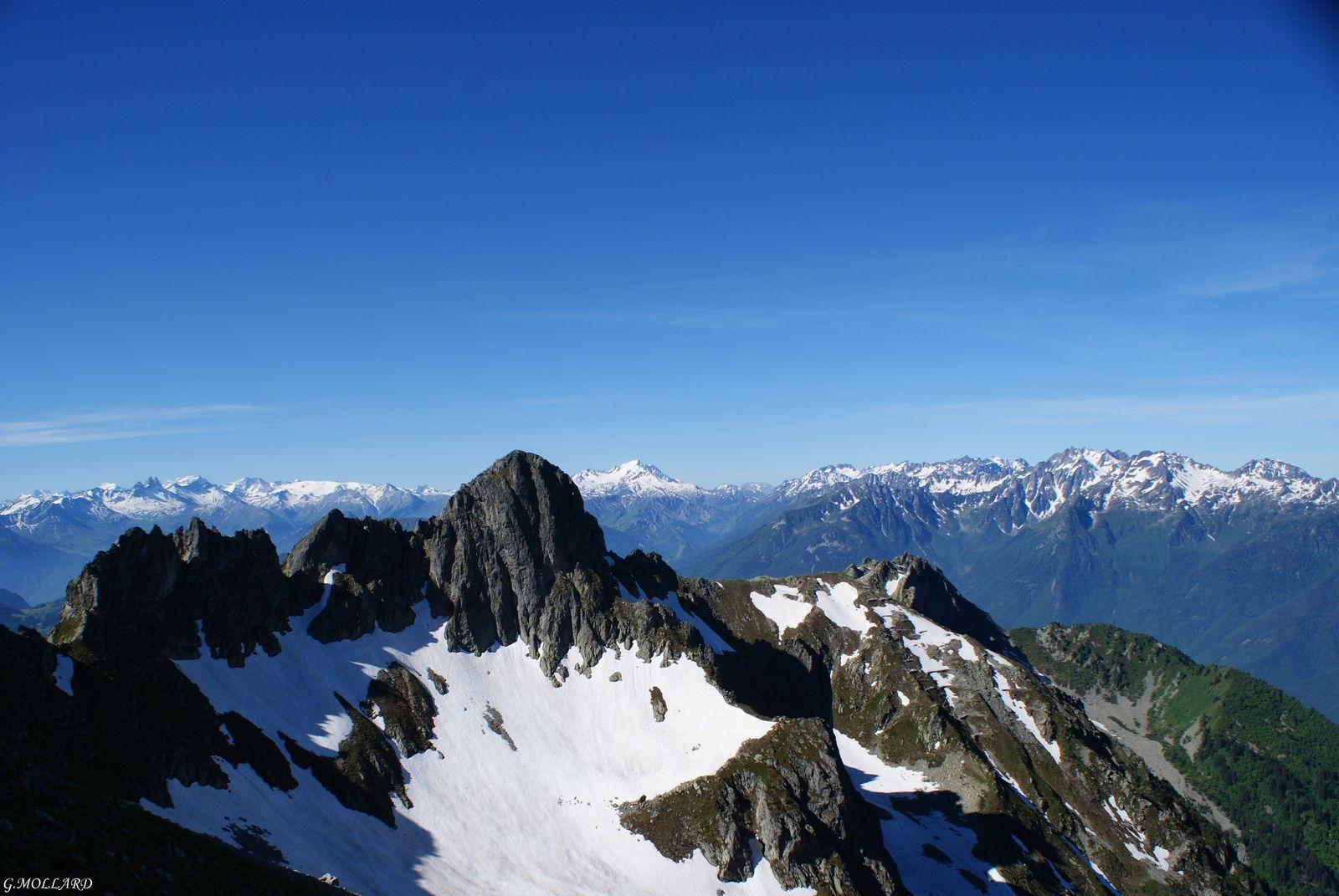 le mont joie et la chaine de Belledonne en fond.