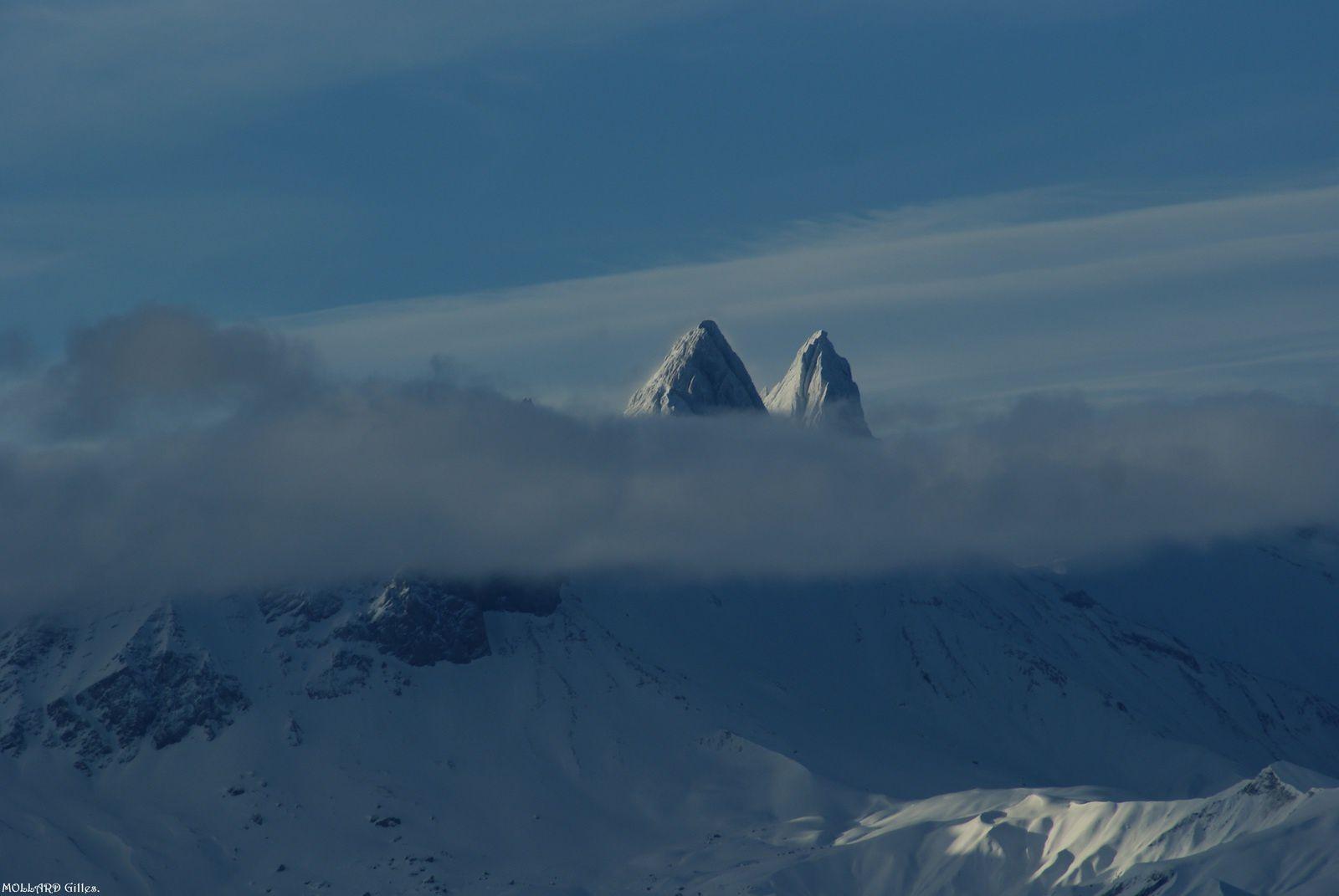Les Aiguilles d'Arves sortent des nuages
