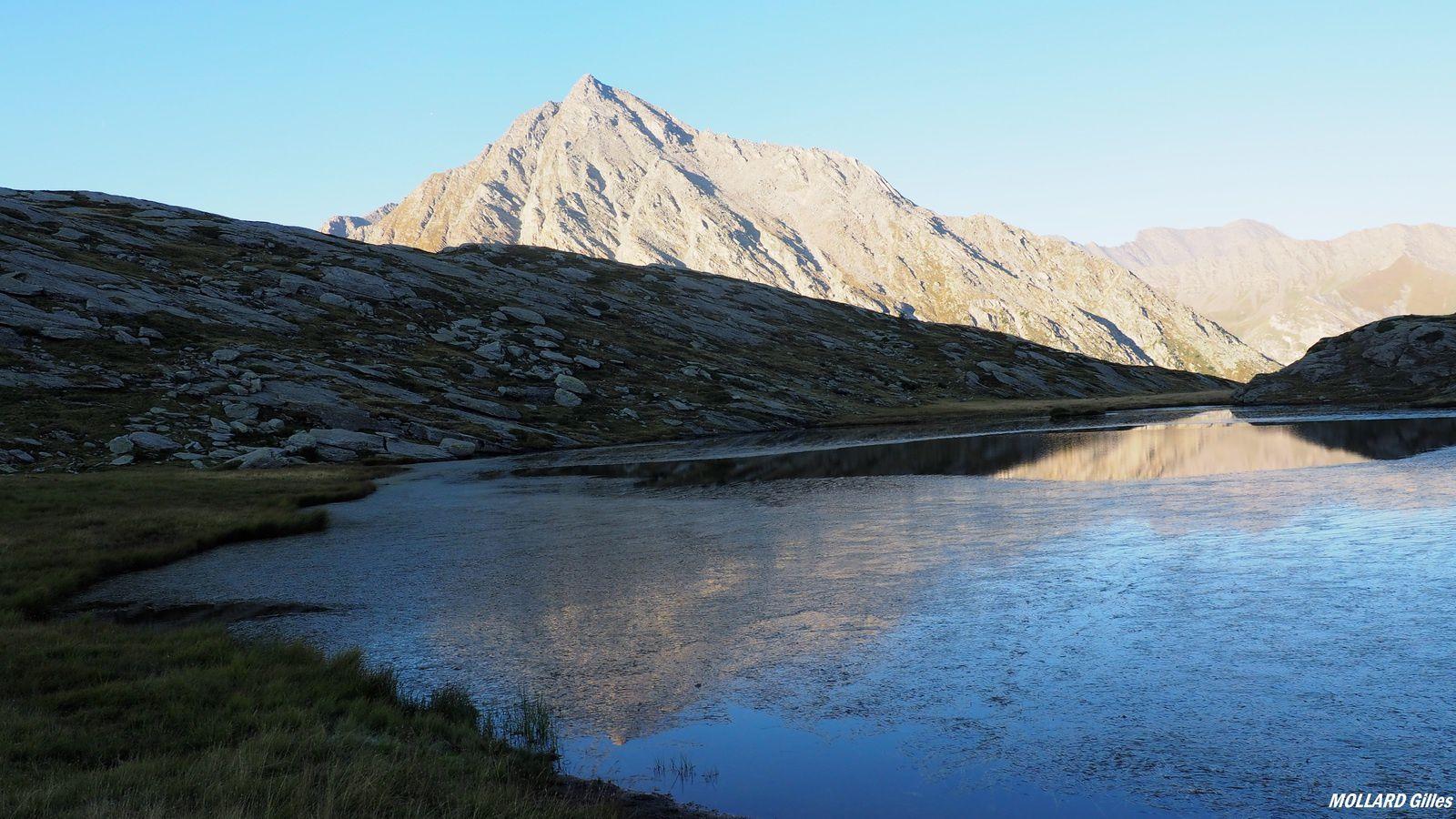 Les lacs Perrin, la dent d'Ambin,le lac Savine et col Clapier