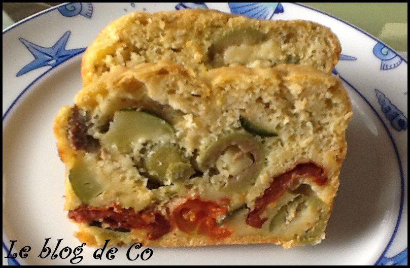 Cake au lait d'amande, courgettes, tomates séchés, tomates cerises, olive et tofu fumé (sans gluten, sans lactose)