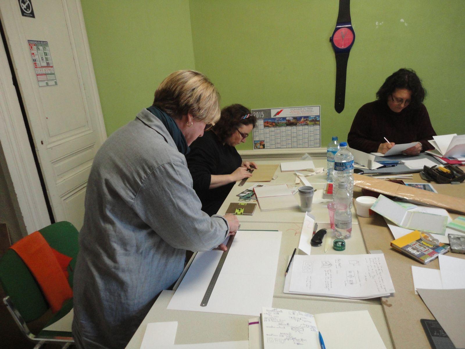 Atelier de fabrication de carnet de voyage à Lyon
