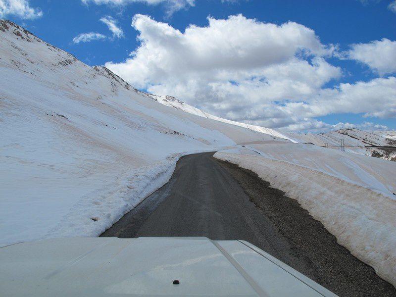 2800 mètres, goudron retrouvé mais pas mieux pour se croiser.