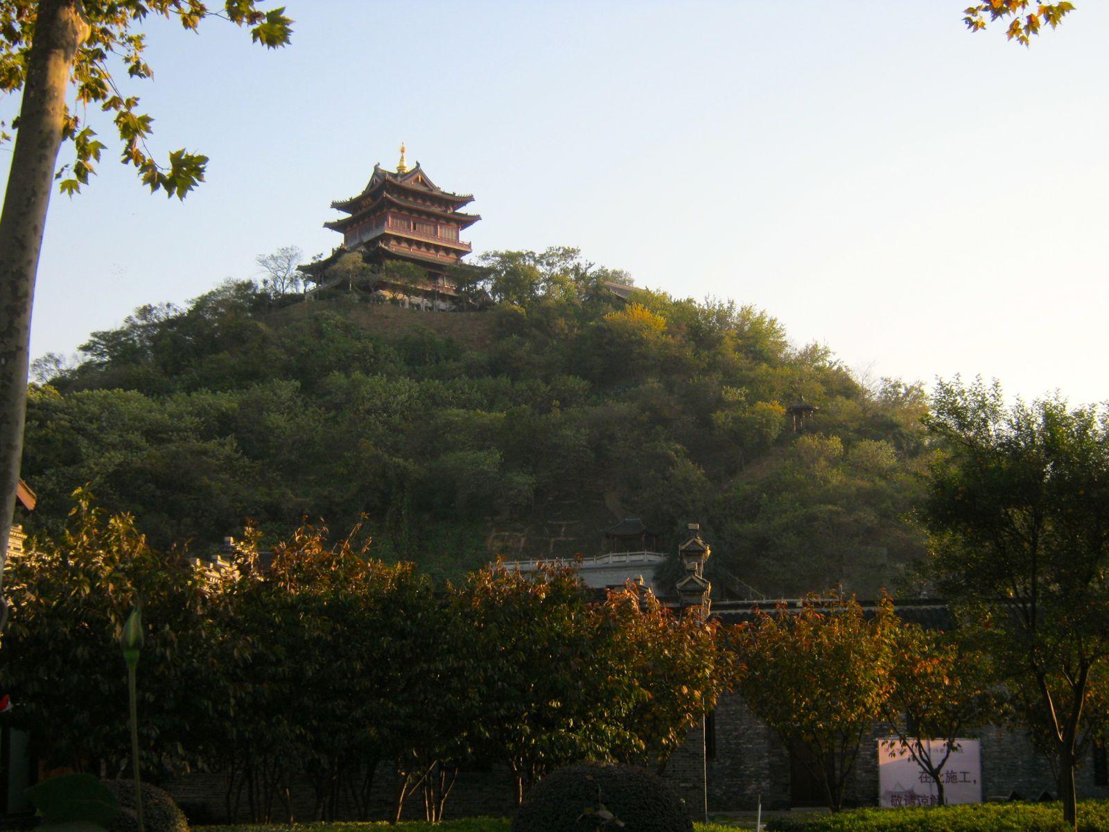 Le temple Mei Fong Ta, dédié à un serpent légendaire (Bai Su Zhen)