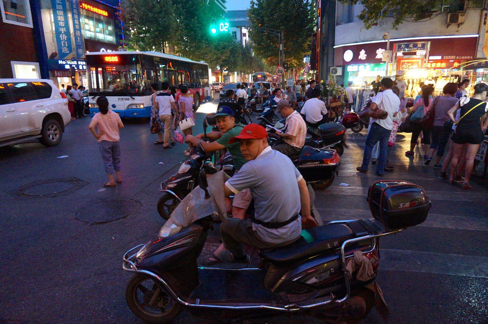 Taxi-scooter. Parfaitement illégal.