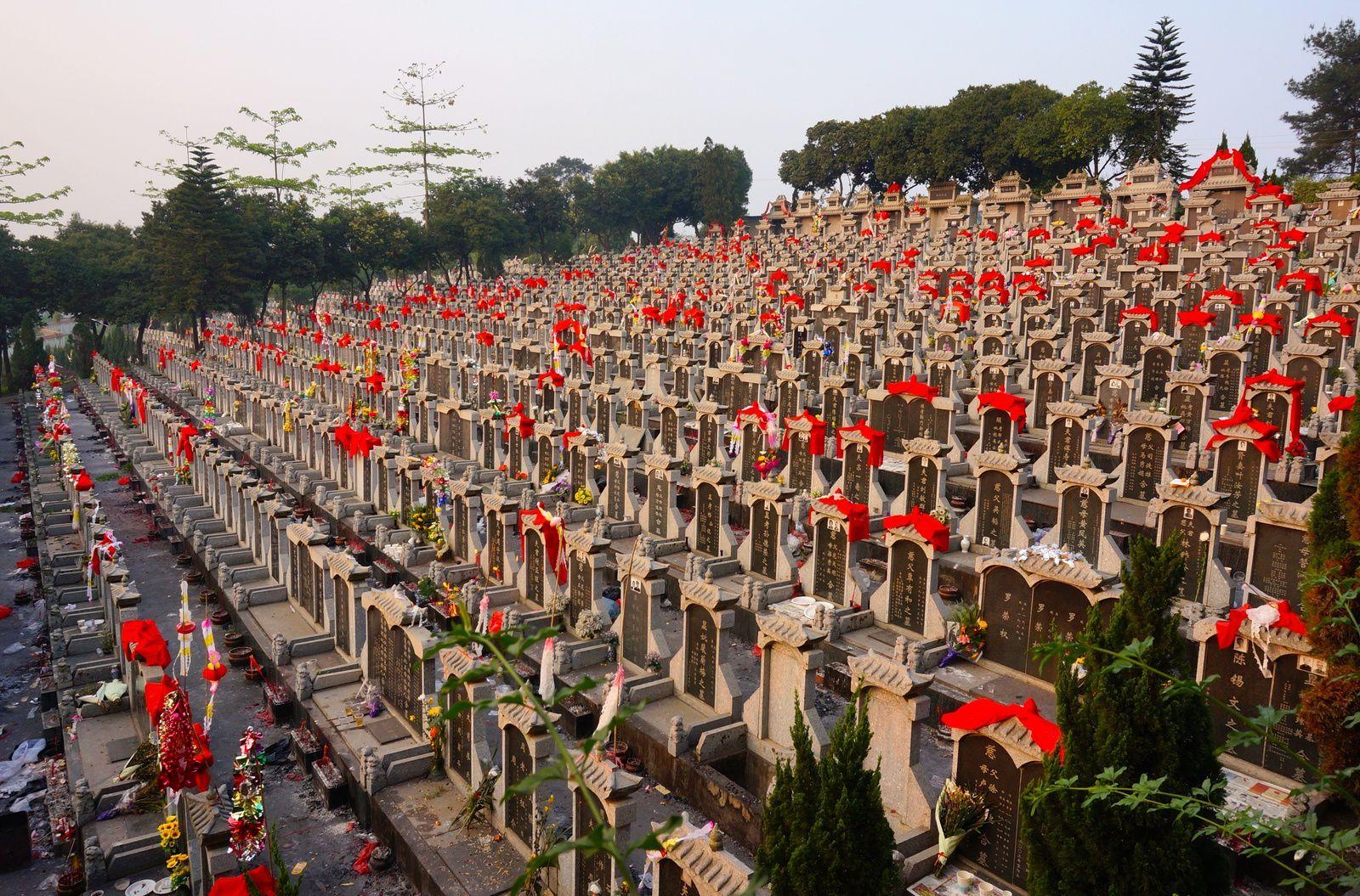 Des tombeaux en abondance