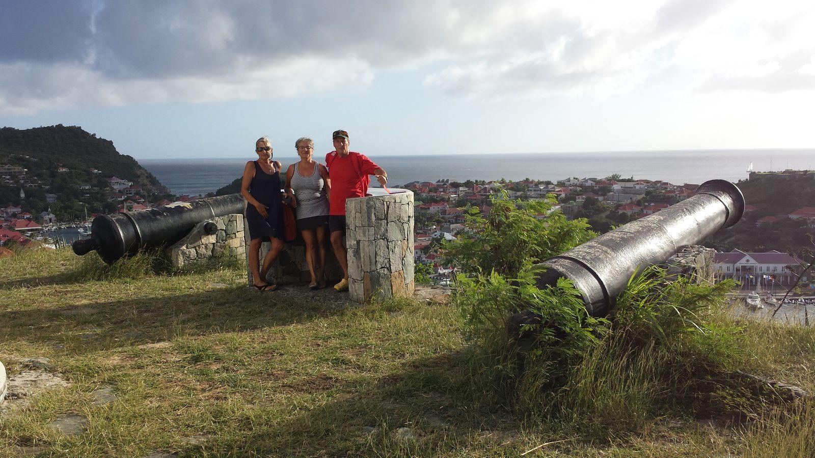 Sur les hauts de Gustavia, près du phare, personnages connus
